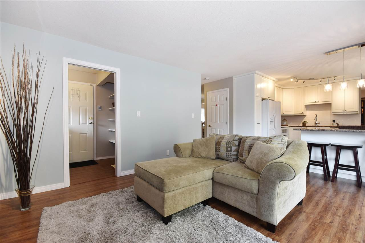 Detached at 31455 CROSSLEY PLACE, Abbotsford, British Columbia. Image 2
