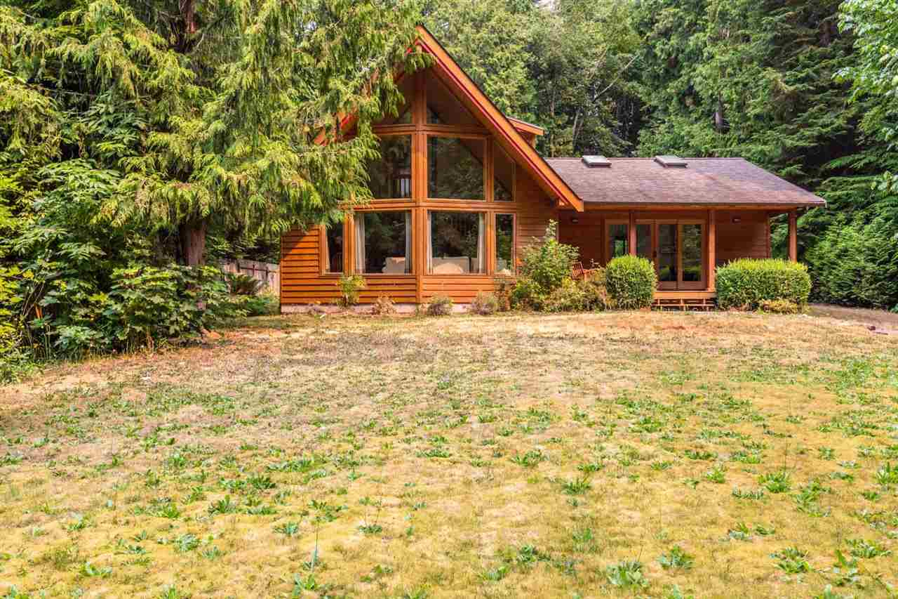 Detached at 3160 BEACH AVENUE, Sunshine Coast, British Columbia. Image 1