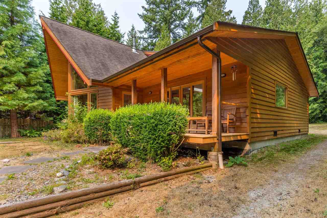 Detached at 3160 BEACH AVENUE, Sunshine Coast, British Columbia. Image 15