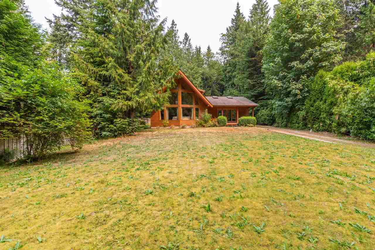 Detached at 3160 BEACH AVENUE, Sunshine Coast, British Columbia. Image 17