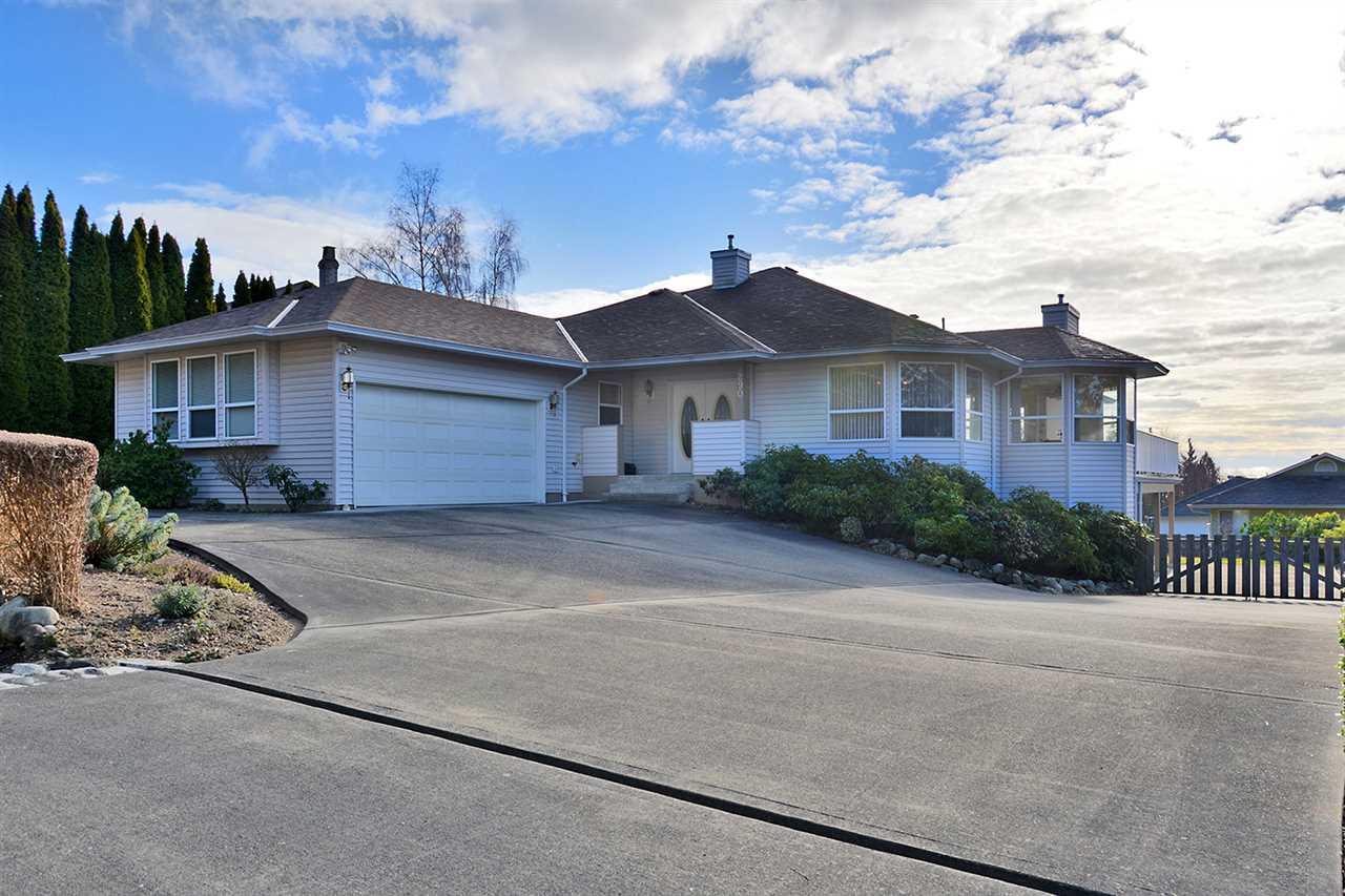 Detached at 290 SECOND STREET, Sunshine Coast, British Columbia. Image 1