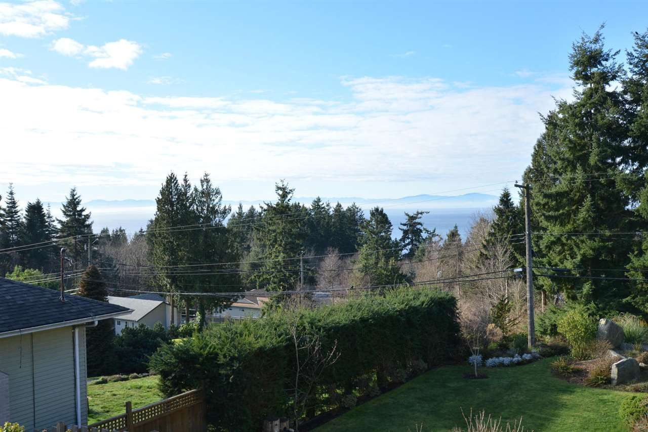 Detached at 290 SECOND STREET, Sunshine Coast, British Columbia. Image 17