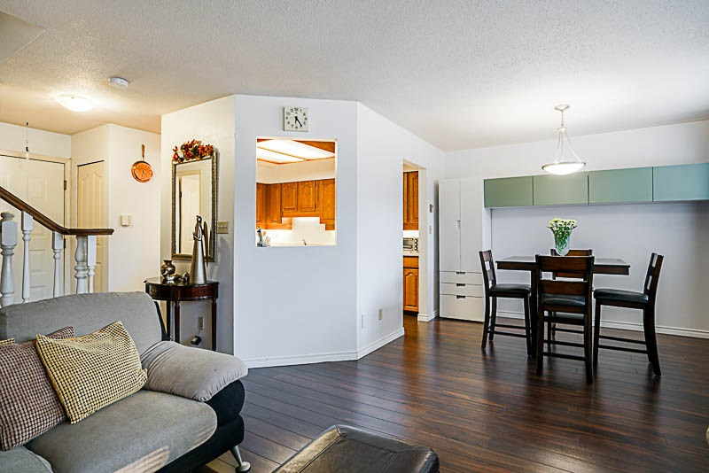 Condo Apartment at 111 777 EIGHTH STREET, Unit 111, New Westminster, British Columbia. Image 4