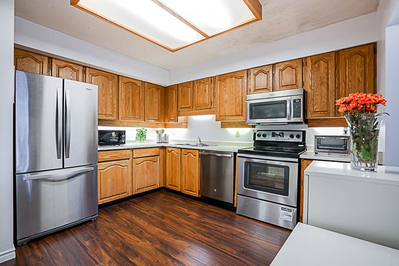 Condo Apartment at 111 777 EIGHTH STREET, Unit 111, New Westminster, British Columbia. Image 6