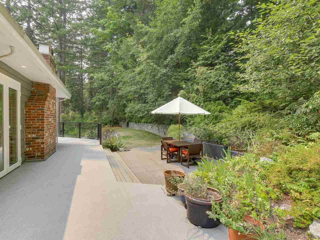 Detached at 6801-6803 HYCROFT ROAD, West Vancouver, British Columbia. Image 19