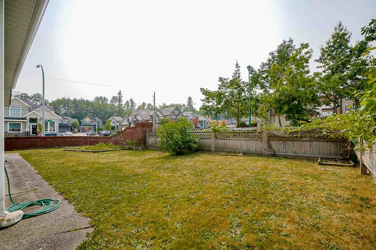 Detached at 16715 84 AVENUE, Surrey, British Columbia. Image 18