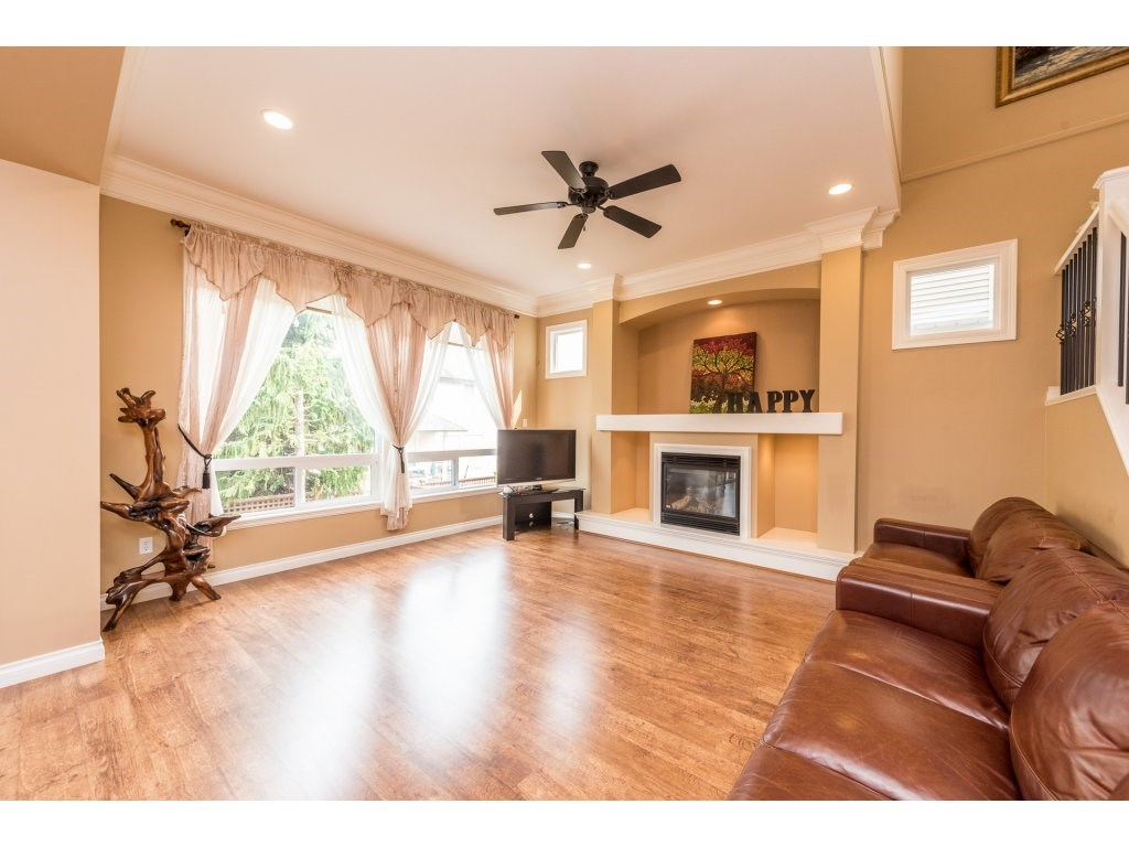 Detached at 6944 196A STREET, Langley, British Columbia. Image 3
