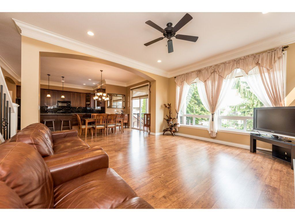 Detached at 6944 196A STREET, Langley, British Columbia. Image 4
