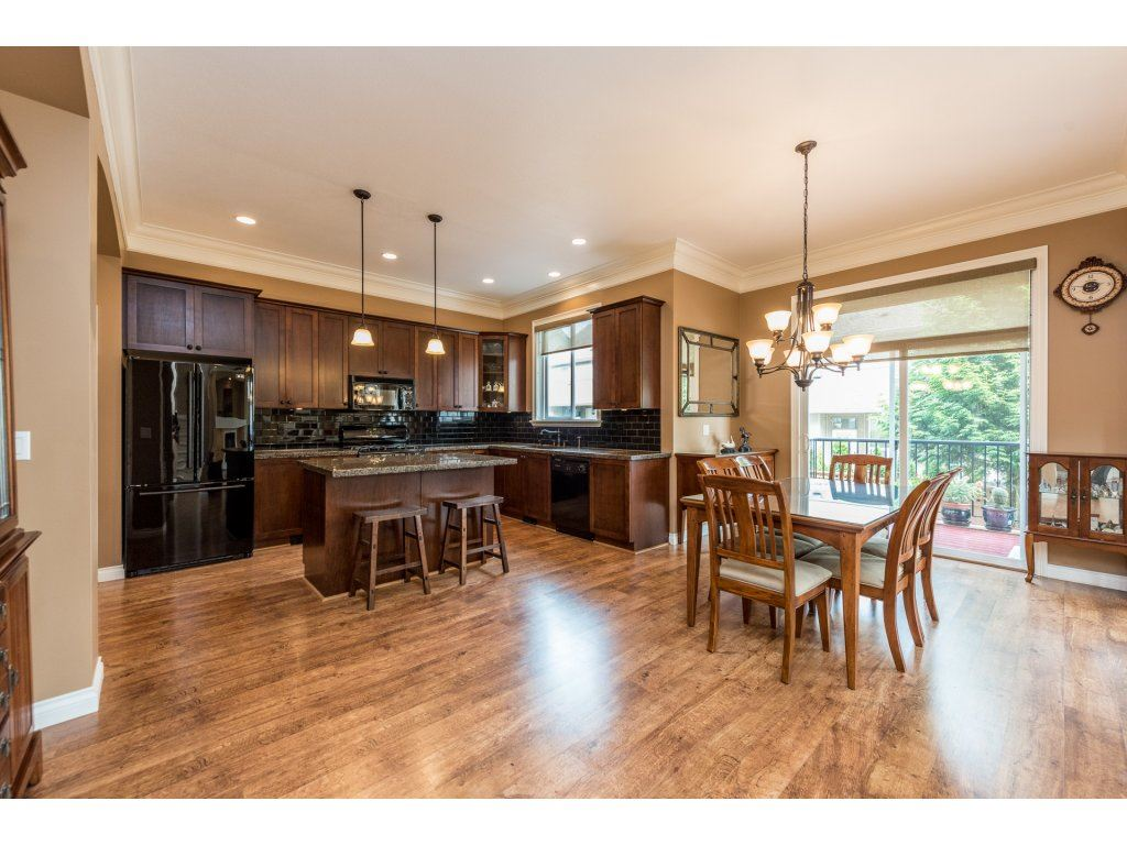 Detached at 6944 196A STREET, Langley, British Columbia. Image 5