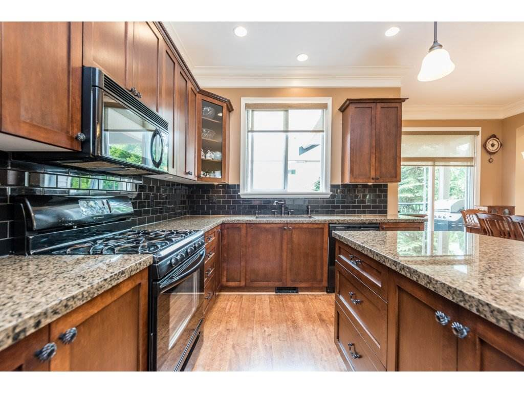 Detached at 6944 196A STREET, Langley, British Columbia. Image 9