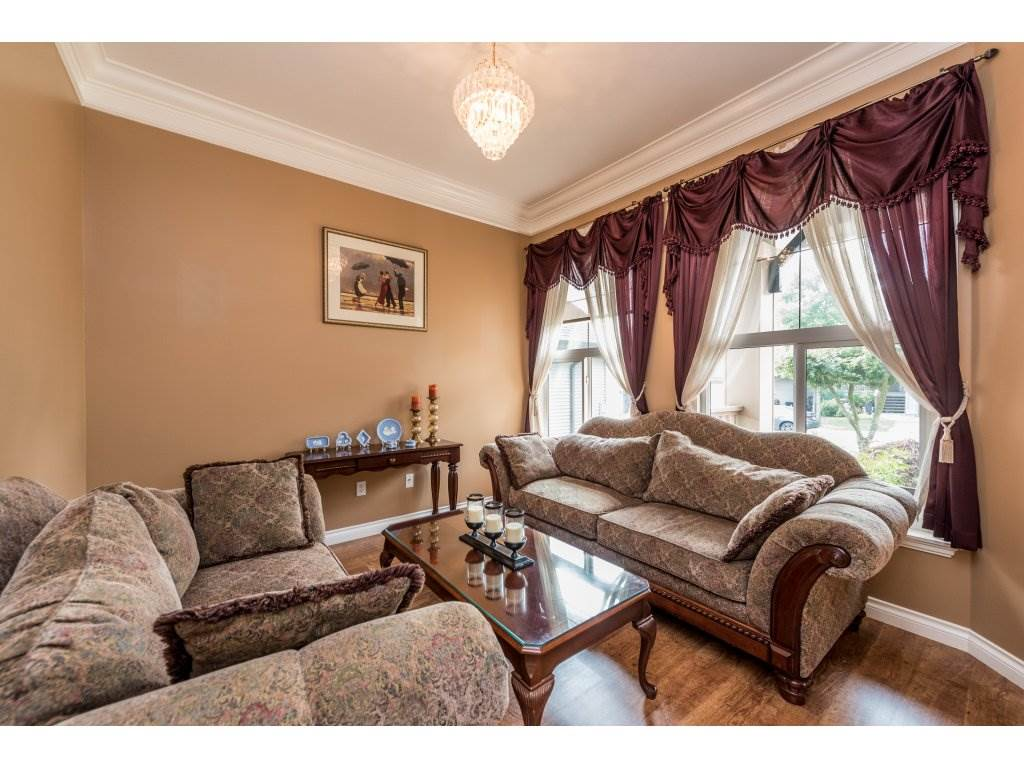 Detached at 6944 196A STREET, Langley, British Columbia. Image 10