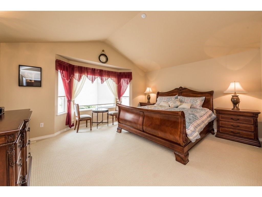 Detached at 6944 196A STREET, Langley, British Columbia. Image 11