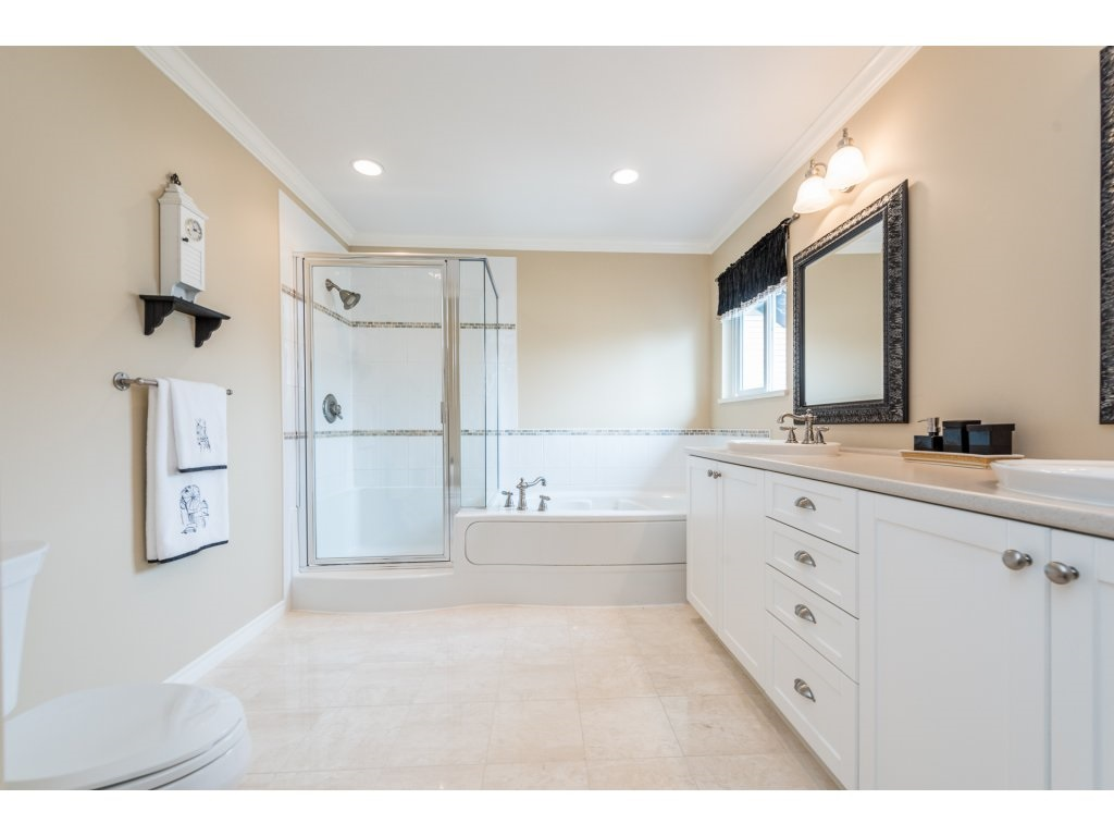 Detached at 6944 196A STREET, Langley, British Columbia. Image 12