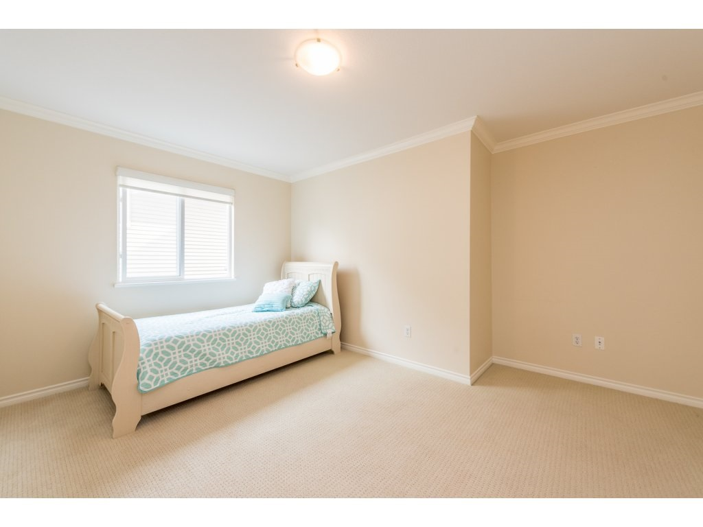 Detached at 6944 196A STREET, Langley, British Columbia. Image 14