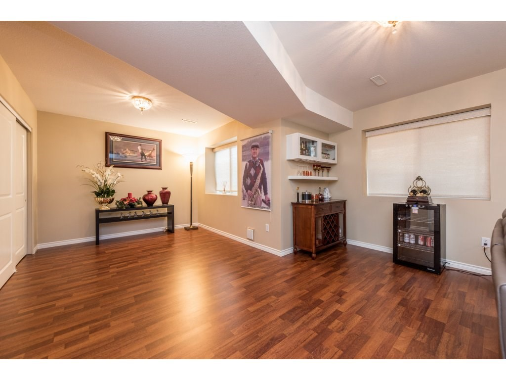 Detached at 6944 196A STREET, Langley, British Columbia. Image 16