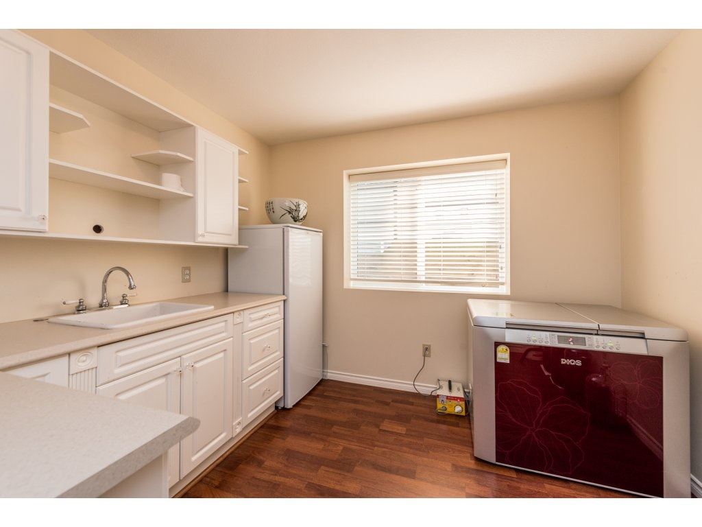 Detached at 6944 196A STREET, Langley, British Columbia. Image 18