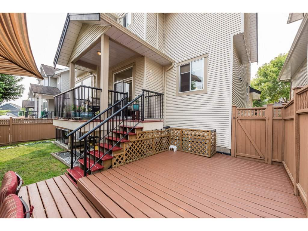Detached at 6944 196A STREET, Langley, British Columbia. Image 20