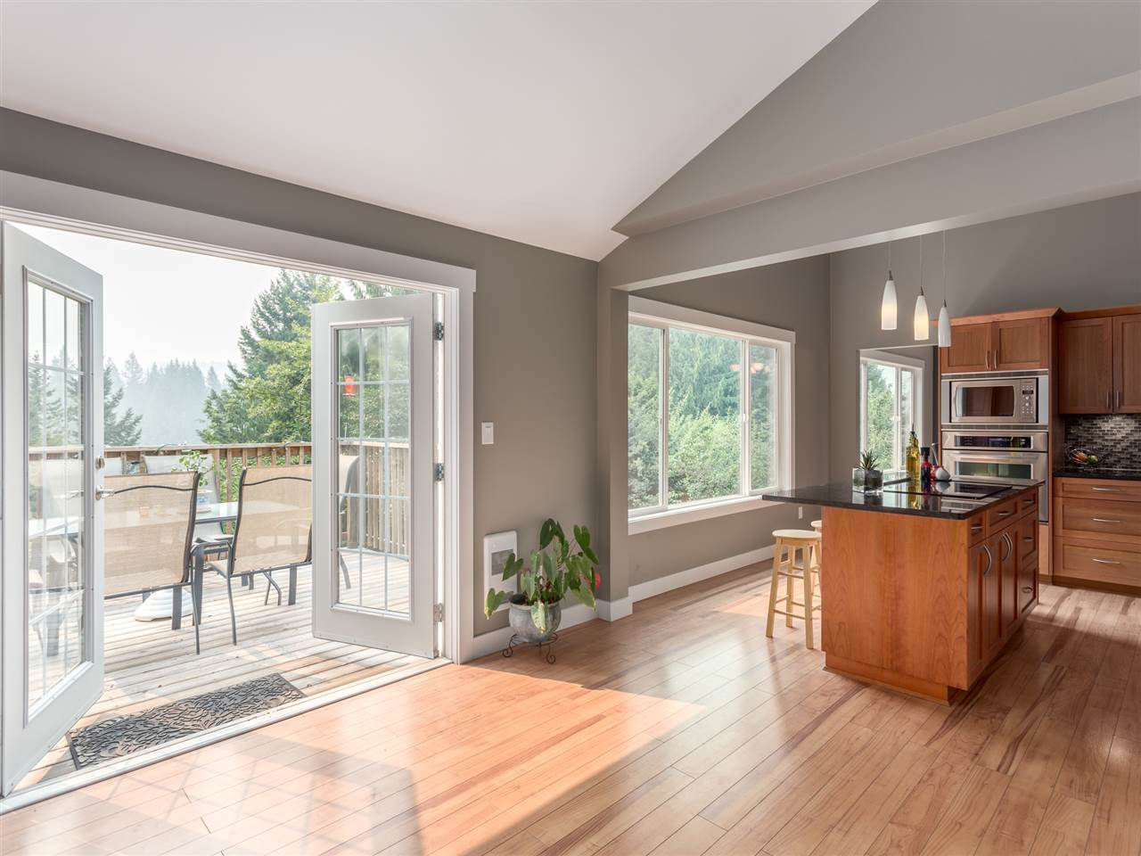 Detached at 40186 KINTYRE DRIVE, Squamish, British Columbia. Image 9