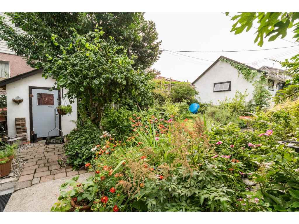 Detached at 2430 E 11TH AVENUE, Vancouver East, British Columbia. Image 18