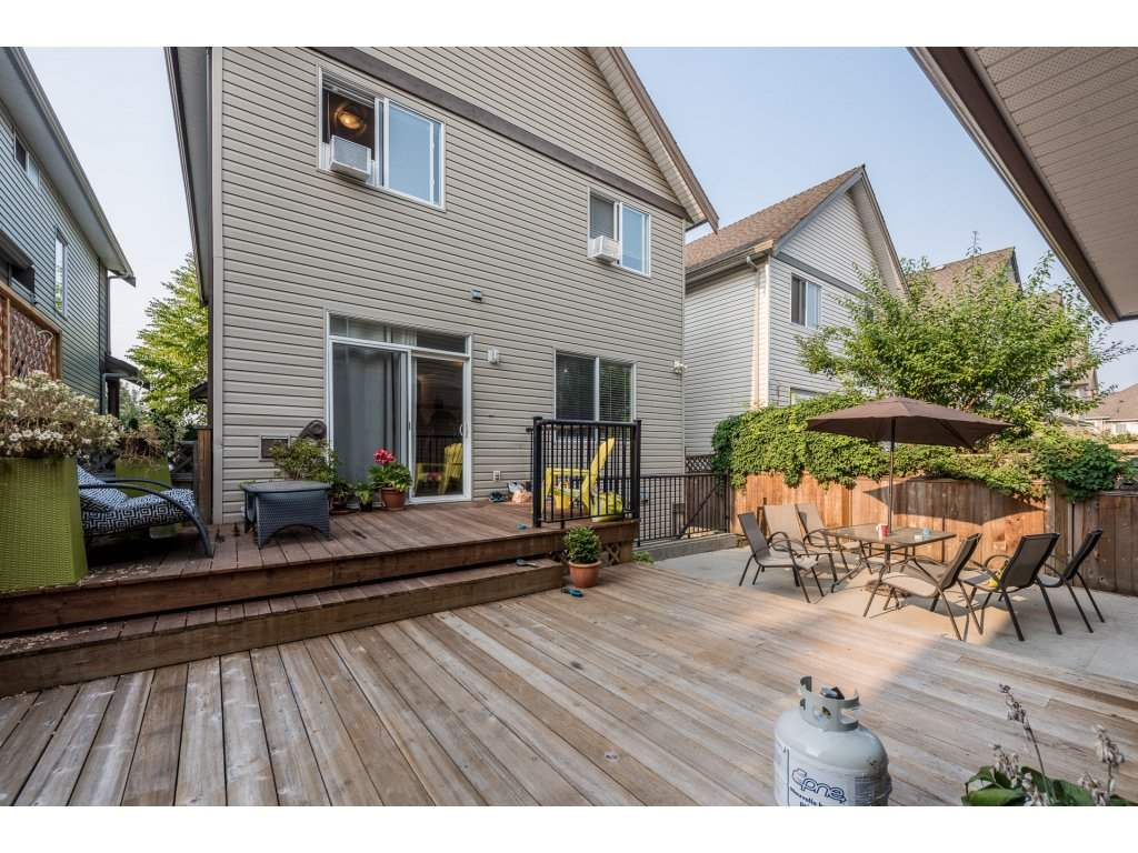 Detached at 19252 68A AVENUE, Cloverdale, British Columbia. Image 2