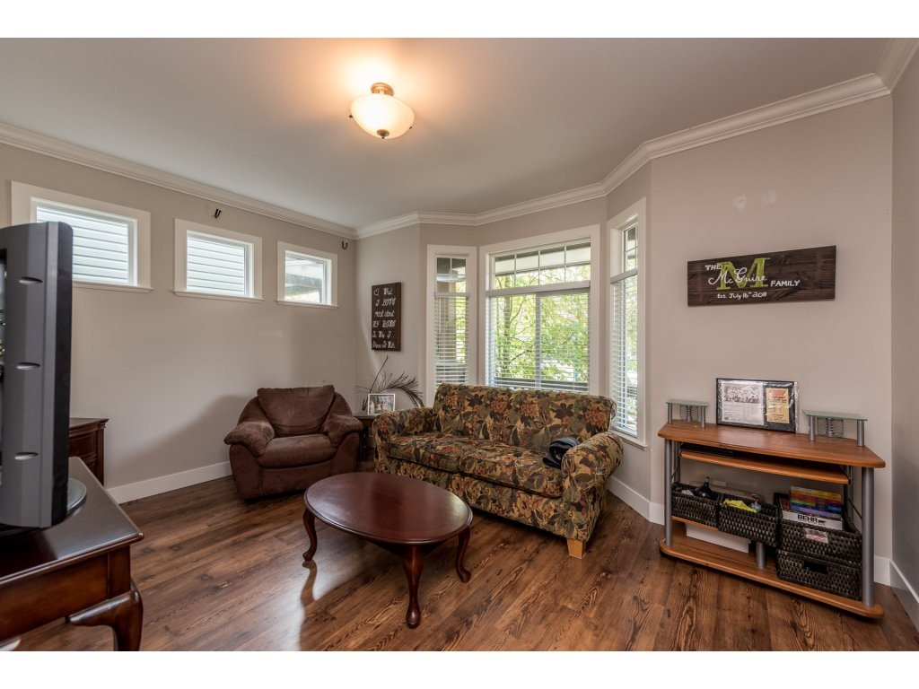 Detached at 19252 68A AVENUE, Cloverdale, British Columbia. Image 3