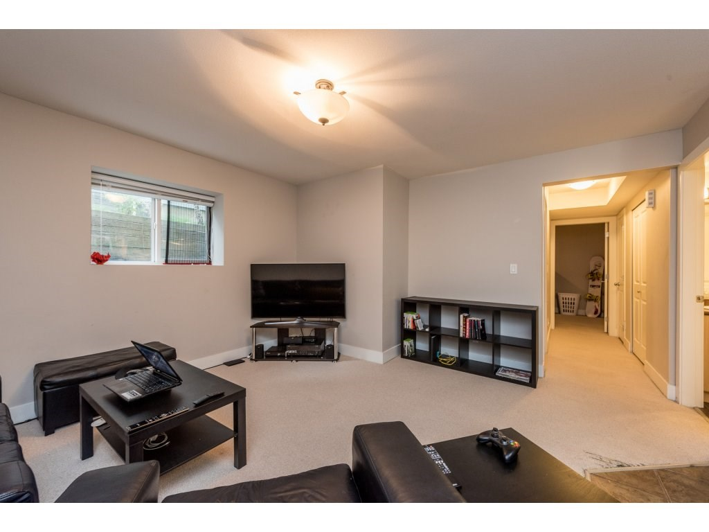 Detached at 19252 68A AVENUE, Cloverdale, British Columbia. Image 13