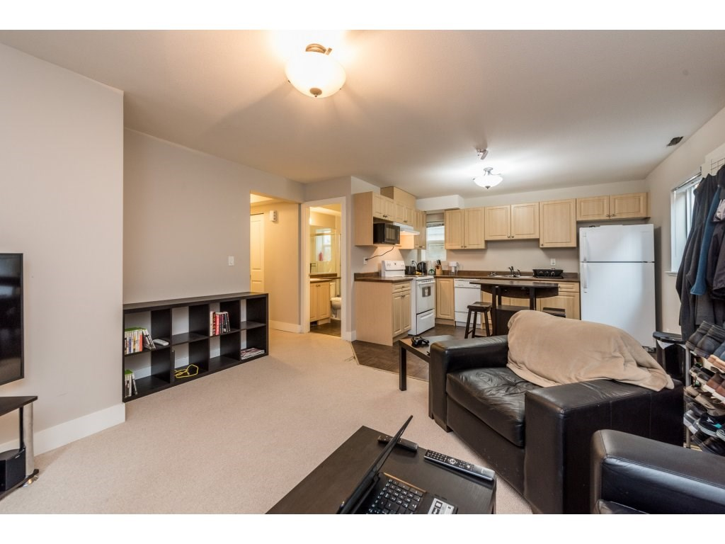 Detached at 19252 68A AVENUE, Cloverdale, British Columbia. Image 14