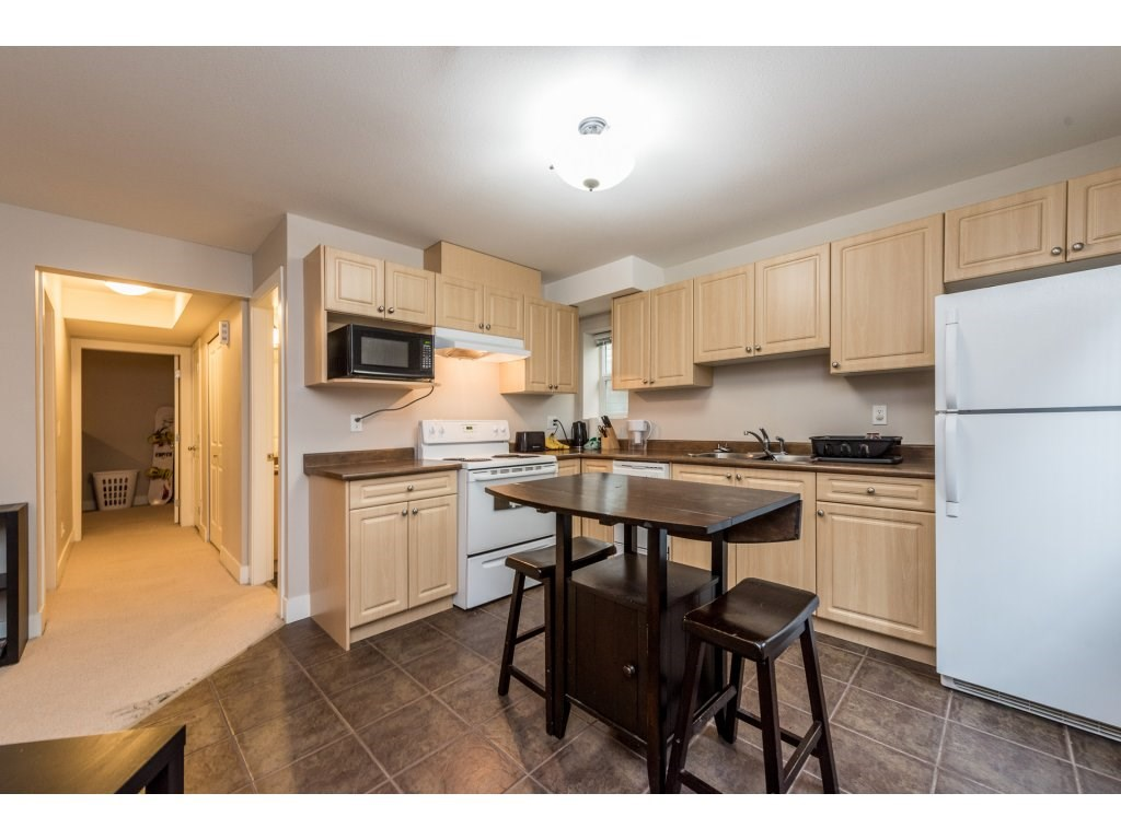 Detached at 19252 68A AVENUE, Cloverdale, British Columbia. Image 15