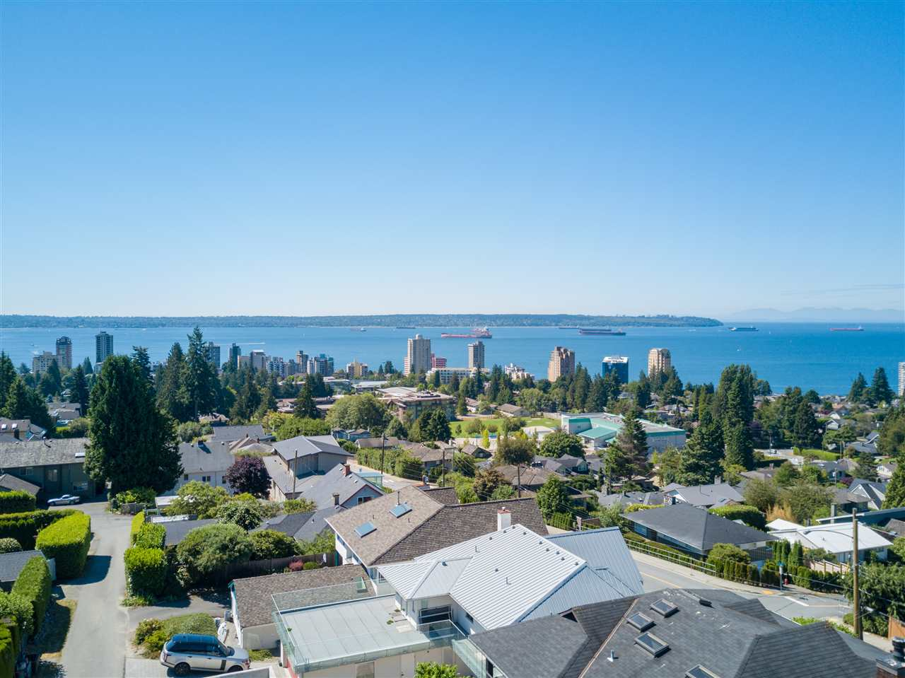 Detached at 1455 20TH STREET, West Vancouver, British Columbia. Image 2
