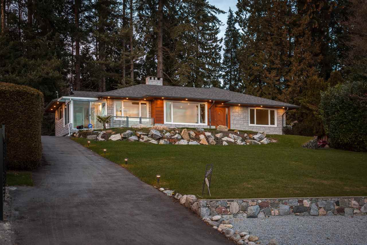Detached at 1575 RENA CRESCENT, West Vancouver, British Columbia. Image 18