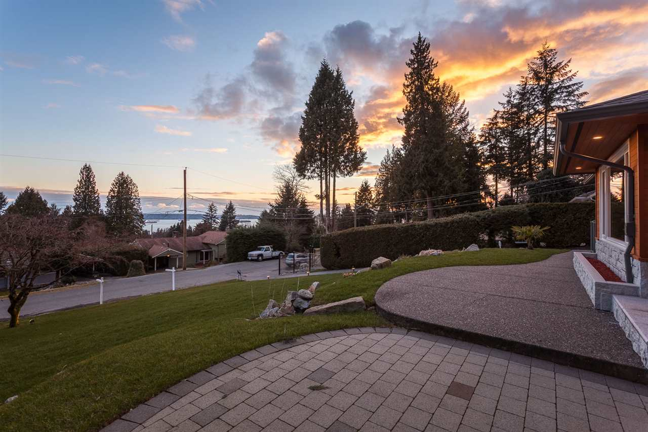 Detached at 1575 RENA CRESCENT, West Vancouver, British Columbia. Image 20