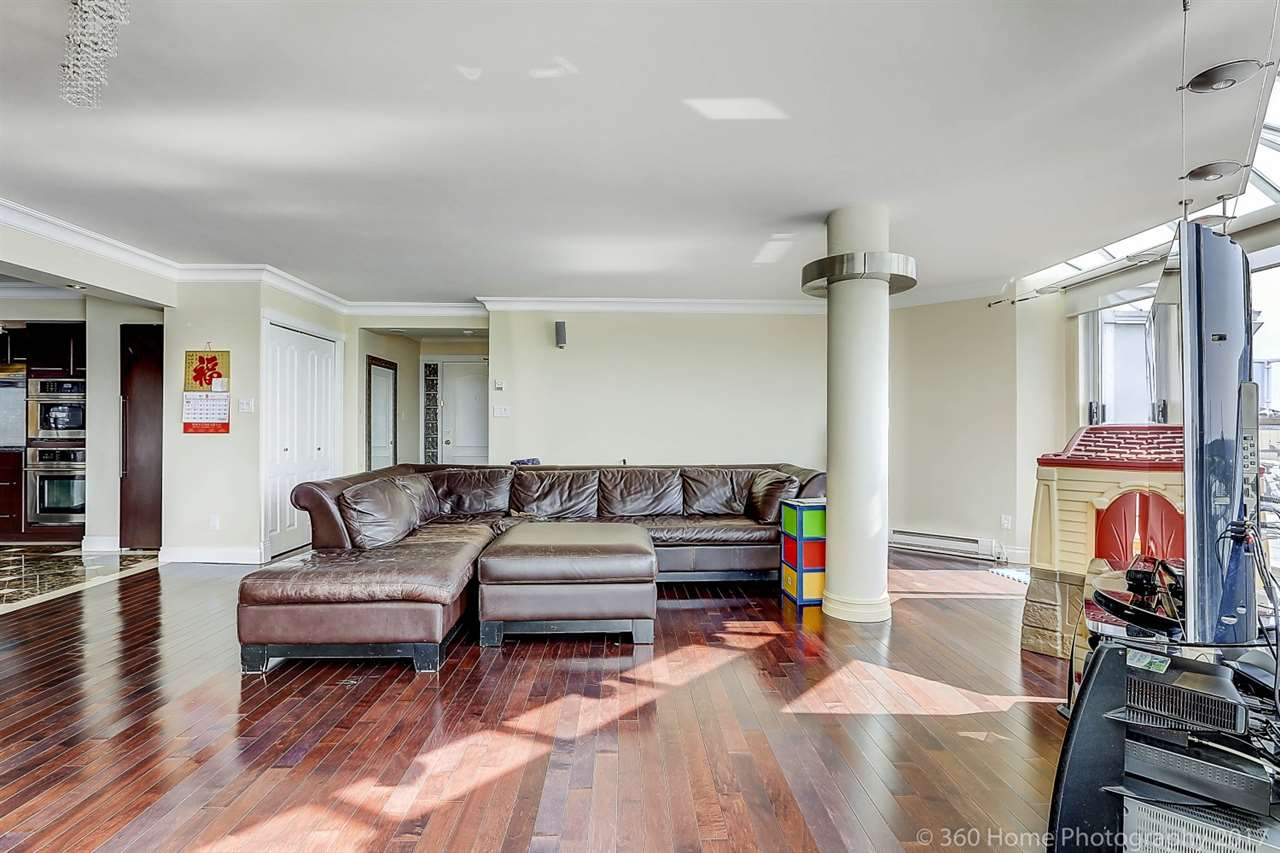 Condo Apartment at 1704 69 JAMIESON COURT, Unit 1704, New Westminster, British Columbia. Image 6