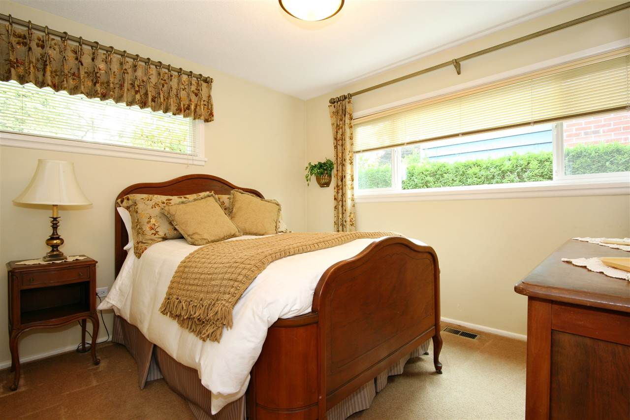 Detached at 18048 58A AVENUE, Cloverdale, British Columbia. Image 11