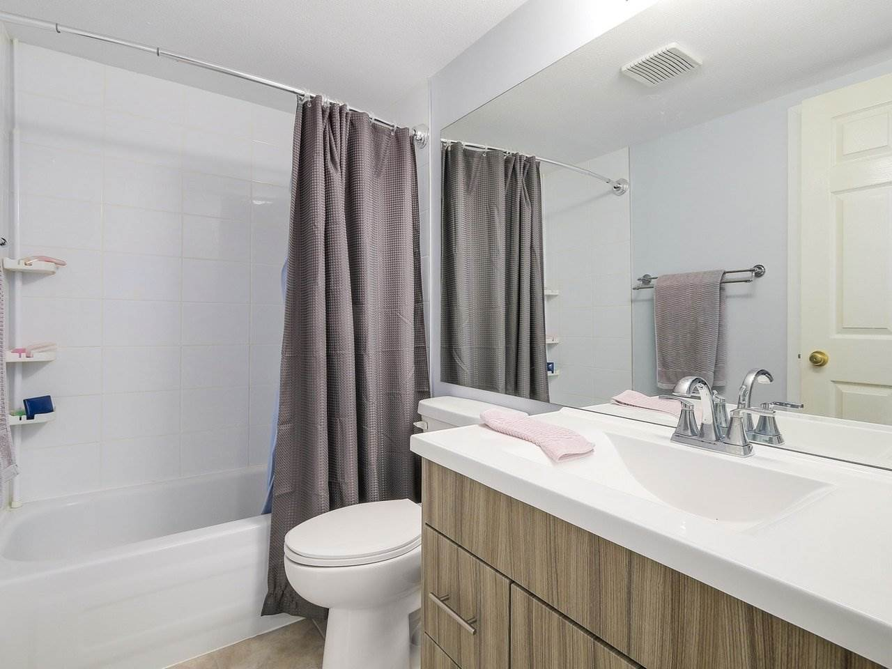 Condo Apartment at 301 120 GARDEN DRIVE, Unit 301, Vancouver East, British Columbia. Image 13