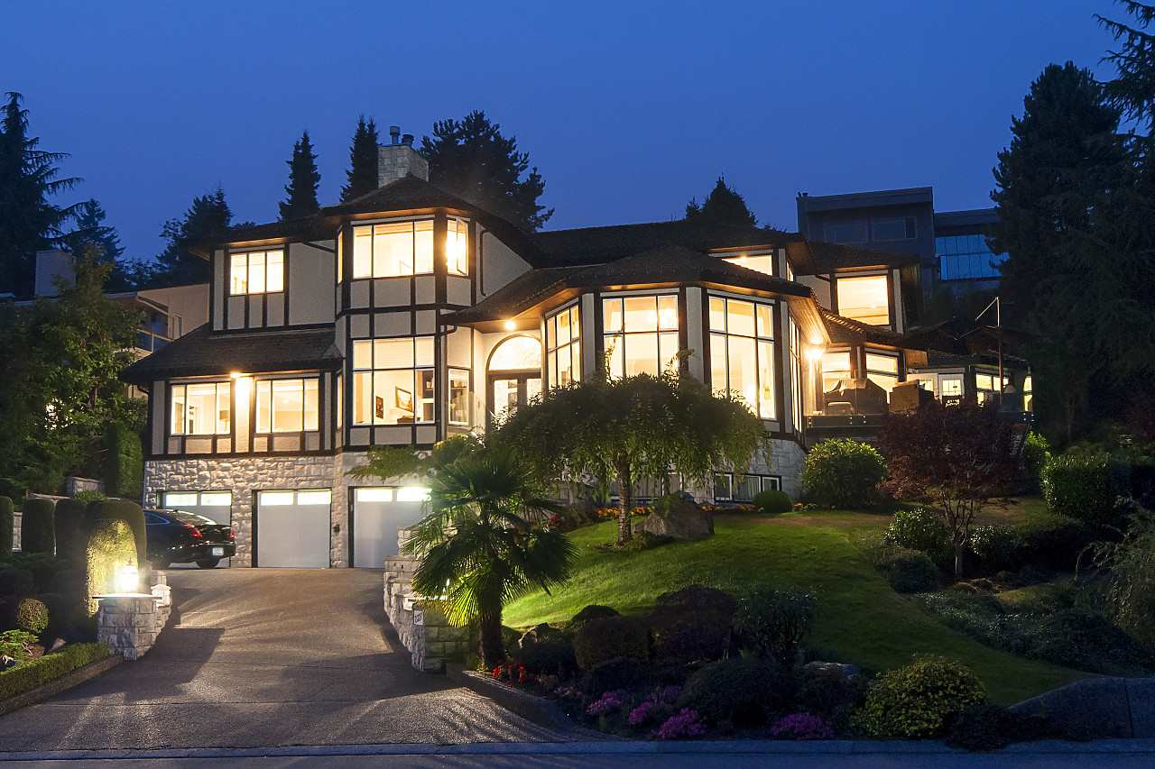 Detached at 2327 WESTHILL DRIVE, West Vancouver, British Columbia. Image 1