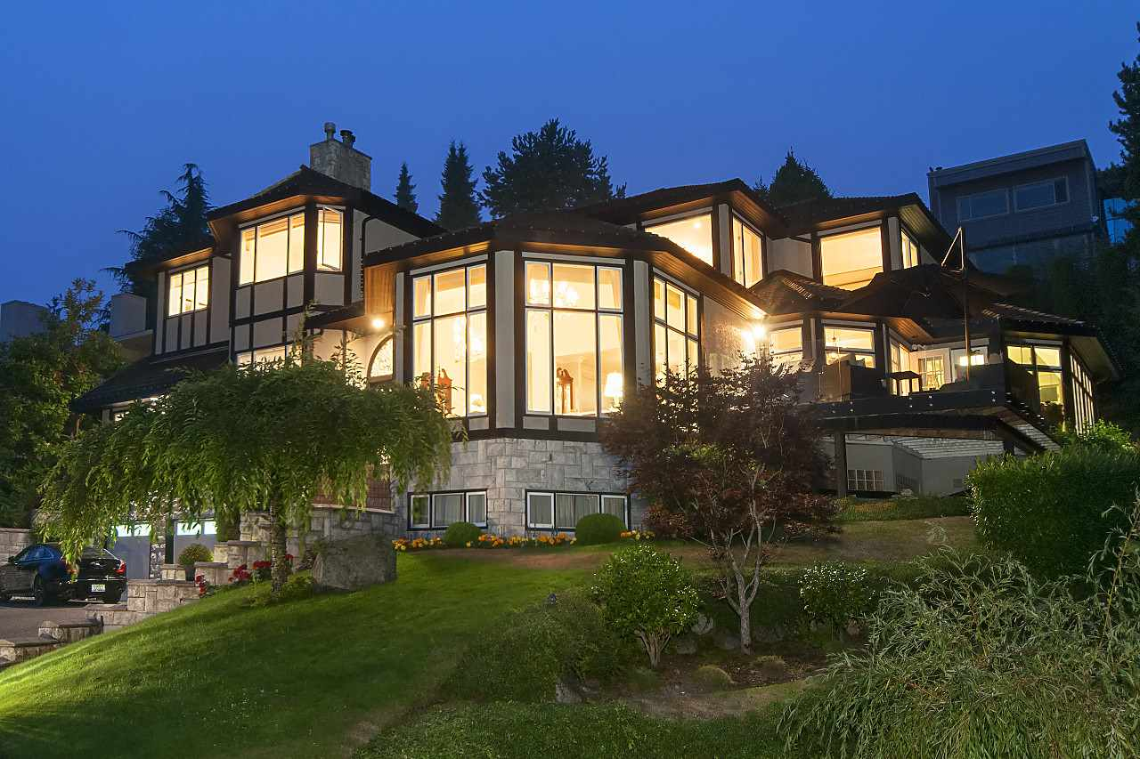 Detached at 2327 WESTHILL DRIVE, West Vancouver, British Columbia. Image 2