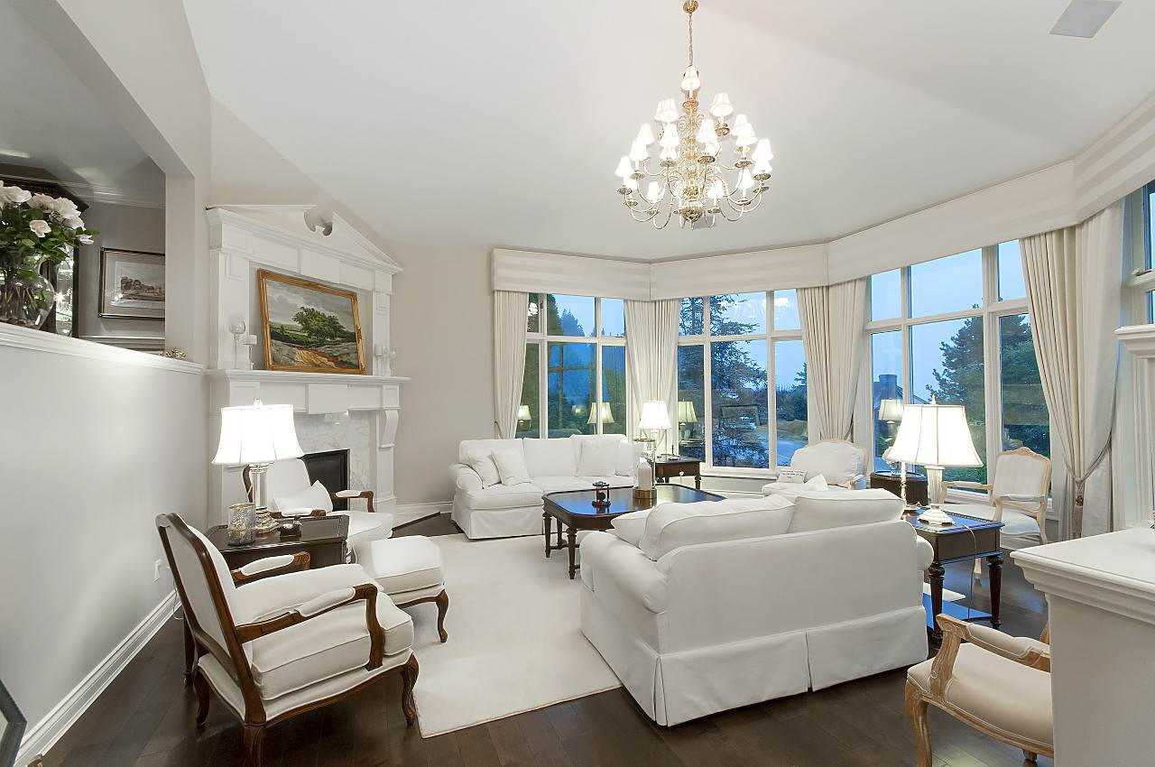 Detached at 2327 WESTHILL DRIVE, West Vancouver, British Columbia. Image 4