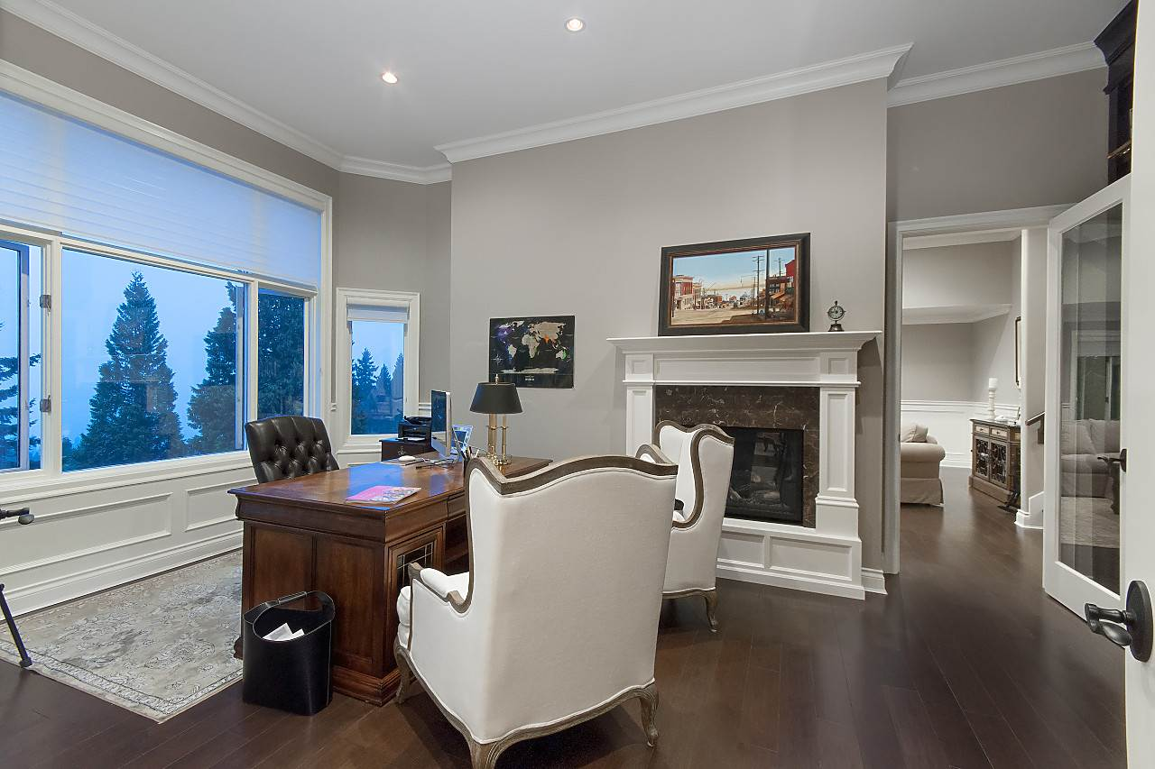 Detached at 2327 WESTHILL DRIVE, West Vancouver, British Columbia. Image 10