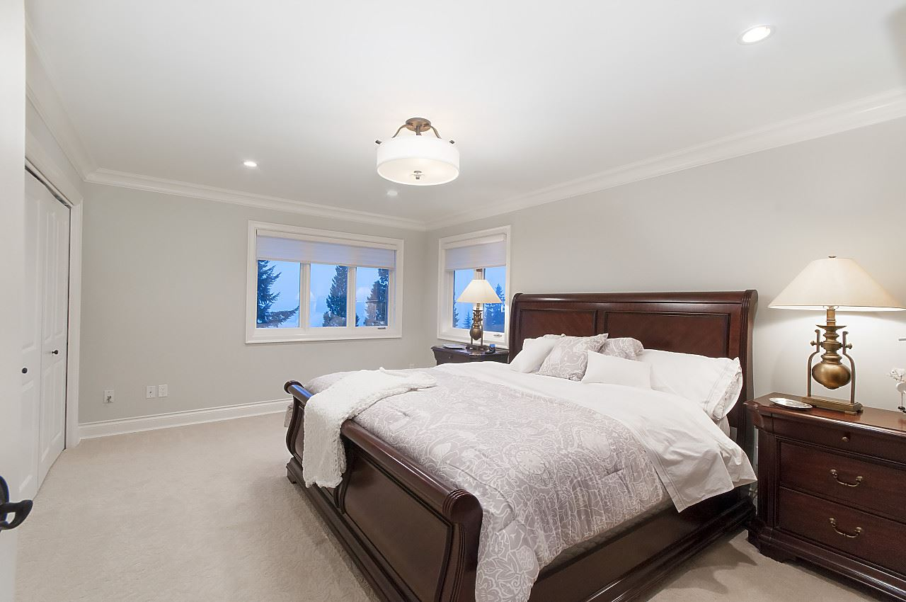 Detached at 2327 WESTHILL DRIVE, West Vancouver, British Columbia. Image 20
