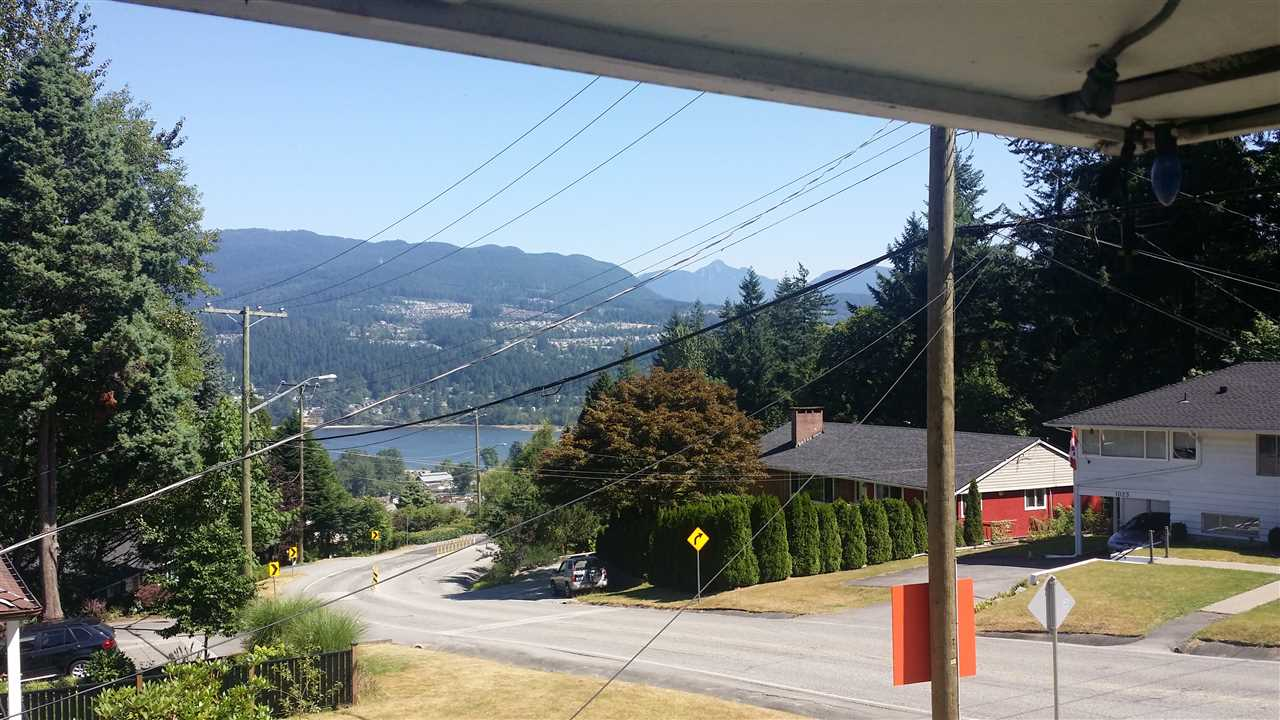 Detached at 1018 GATENSBURY ROAD, Port Moody, British Columbia. Image 8