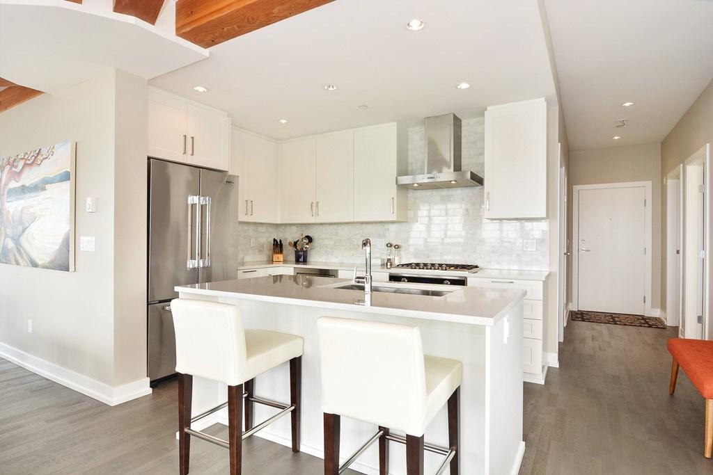 Condo Apartment at 306 1420 JOHNSTON ROAD, Unit 306, South Surrey White Rock, British Columbia. Image 4