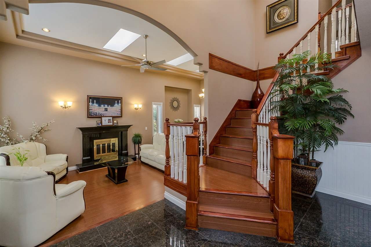 Detached at 2226 DUBLIN STREET, New Westminster, British Columbia. Image 3