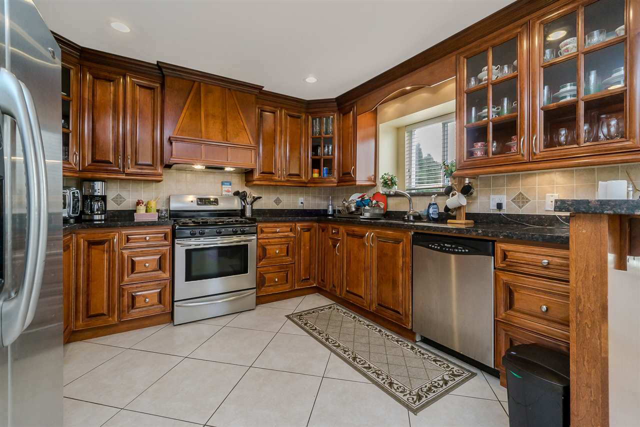 Detached at 2226 DUBLIN STREET, New Westminster, British Columbia. Image 7