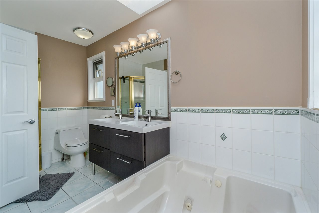 Detached at 2226 DUBLIN STREET, New Westminster, British Columbia. Image 11