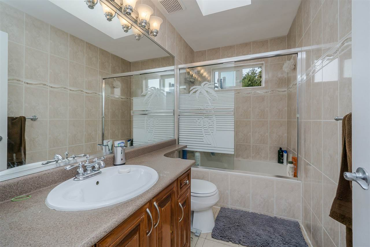 Detached at 2226 DUBLIN STREET, New Westminster, British Columbia. Image 14