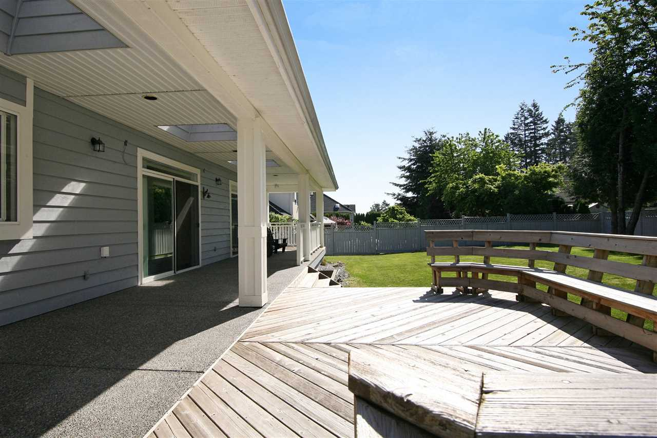 Detached at 16512 109A AVENUE, North Surrey, British Columbia. Image 19