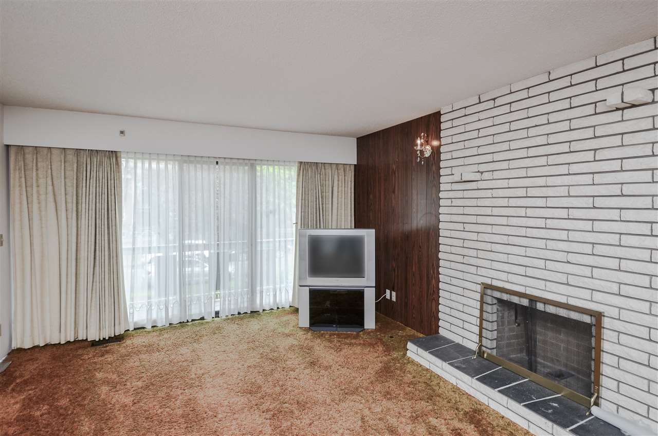 Detached at 2156 E 50TH AVENUE, Vancouver East, British Columbia. Image 3