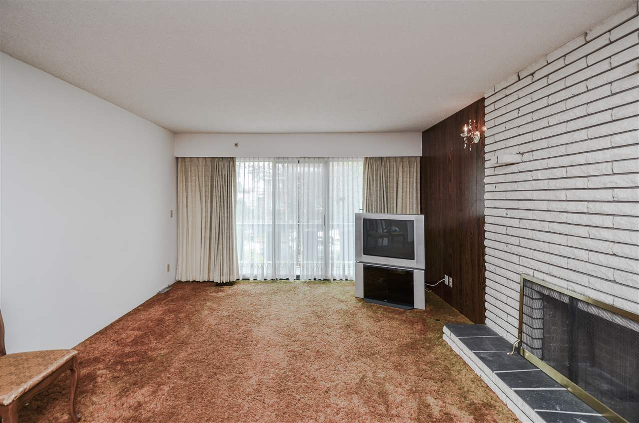 Detached at 2156 E 50TH AVENUE, Vancouver East, British Columbia. Image 4