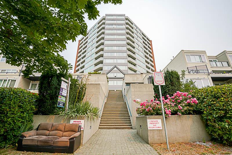 Condo Apartment at 905 3920 HASTINGS STREET, Unit 905, Burnaby North, British Columbia. Image 1