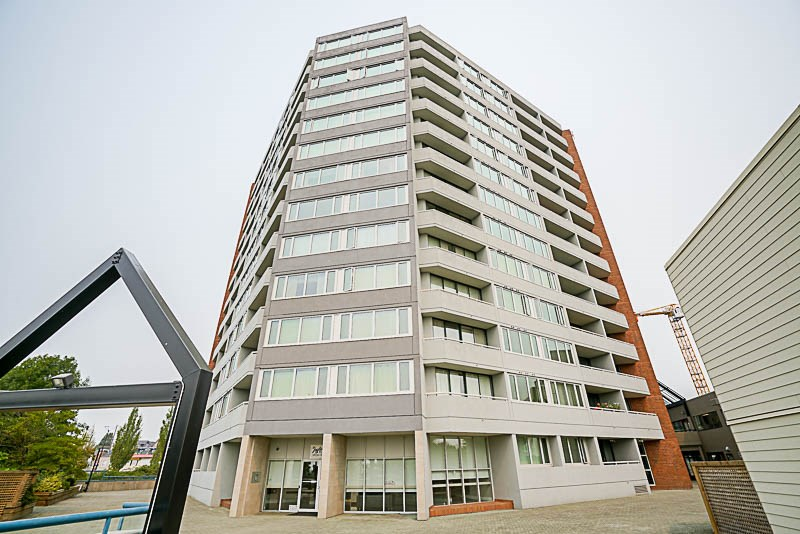 Condo Apartment at 905 3920 HASTINGS STREET, Unit 905, Burnaby North, British Columbia. Image 2